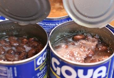 мясные консервы, пораженные уксуснокислыми бактериями
