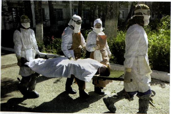 При выявлении тифа больной доставляется в медучреждение
