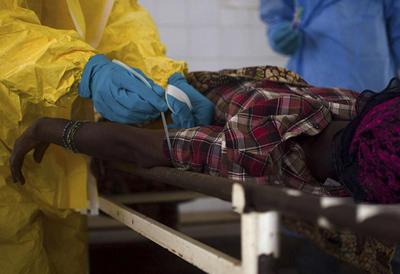 Забор крови при лихорадке Эбола